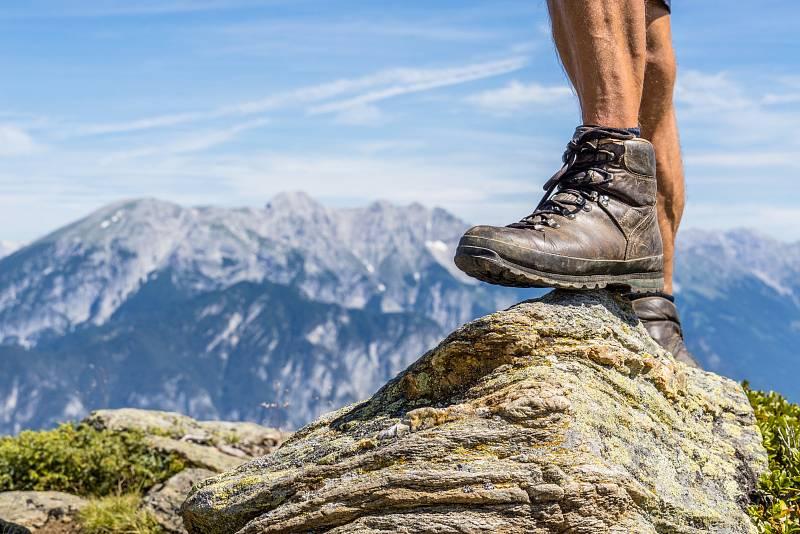 Dobré boty do hor by měly mít podrážku, která dobře přilne k povrchu a podrží vás i na kamenech