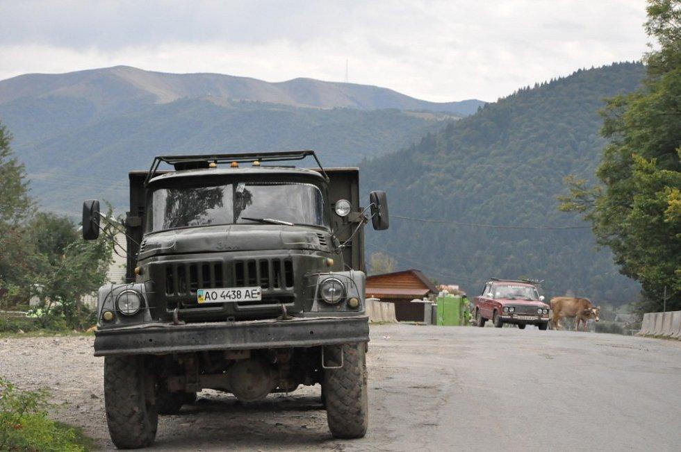 Krajinou Nikoly Šuhaje loupežníka - silnice na Ukrajině
