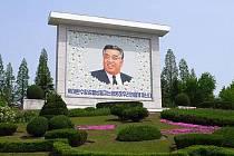 Ó, VELKÝ. Většina zemí má v parcích fontány a sochy básníků, Severní Korea má Kim-Ir-Sena.