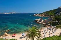 Také vám tato malá romantická pláž v Itálii už připomíná letní vánek a šumění mořských vln? Léto milujeme všichni a objednat si dovolenou už nyní má opravdu spoustu výhod!