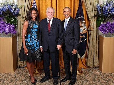 Prezident republiky Miloš Zeman se v pondělí setkal v New Yorku u příležitosti slavnostní recepce s prezidentem USA Barackem Obamou a jeho manželkou Michelle Obamovou.