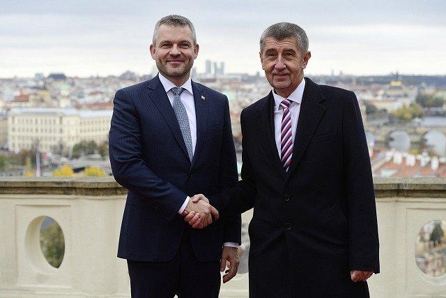 Andrej Babiš (vpravo) a slovenský předseda vlády Peter Pellegrini.