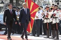 Premiér Andrej Babiš (vpravo) se svým protějškem Zoranem Zaevem ze Severní Makedonie při setkání ve Skopje.