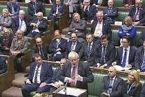Britský premiér Boris Johnson ve sněmovně.