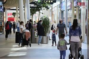Obchodní centrum Šantovka v Olomouci otevřelo 11. května 2020 v rámci uvolňování restrikcí v souvislosti s šířením nového typu koronaviru