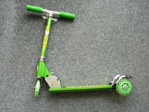Česká obchodní inspekce (ČOI) zakázala prodej dětské skládací koloběžky s názvem Scooter.