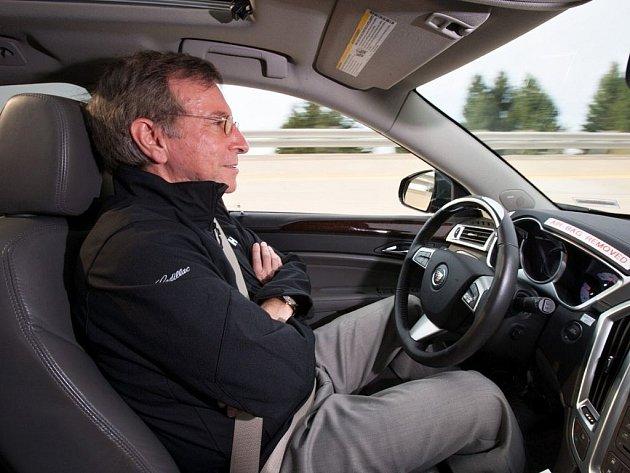 Cadillac chce v roce 2016 zavést částečné autonomní řízení.
