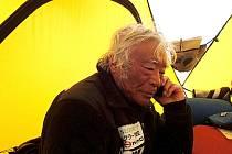 Osmdesátiletý Japonec Joičiró Miura se stal nejstarším člověkem, který kdy stanul na Mount Everestu.