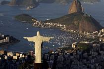 Socha Ježíše Krista nad brazilským Riem.