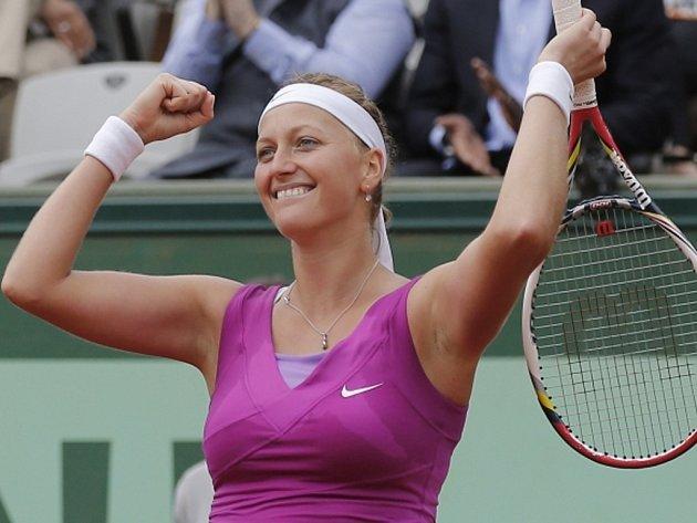 Petra Kvitová se raduje z postupu do semifinále na Roland Garros.