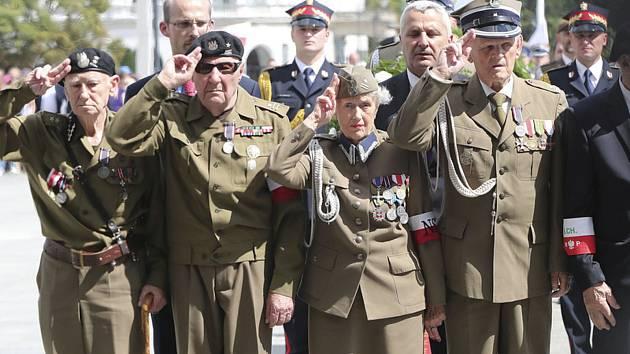 Polští státní představitelé se 11. srpna 2019 připojili k válečným veteránům, aby uctili kontroverzní jednotku polského odboje z konce druhé světové války, Svatokřížskou brigádu