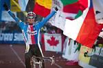 Cyklokrosař Zdeněk Štybar se raduje z titulu mistra světa.