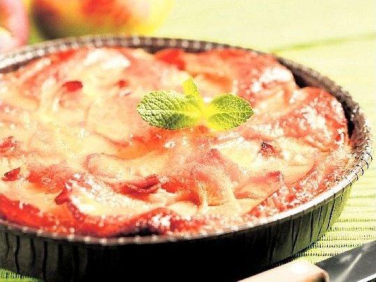 Moučníky s jablky u nás mají tradici. Hlavní ingredience roste v každé zahradě.