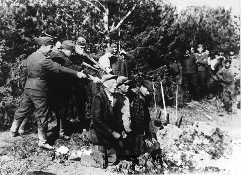 Jednotky Einsatzgruppen vraždí u litevského Kovna