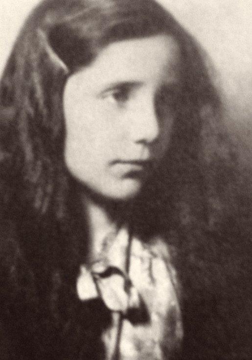 Erika Bezdíčková v době války.
