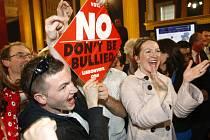 Irští odpůrci Lisabonské smlouvy oslavili své velké vítězství. Evropská unie už protozačíná znovu mluvit o dvourychlostní Evropě.