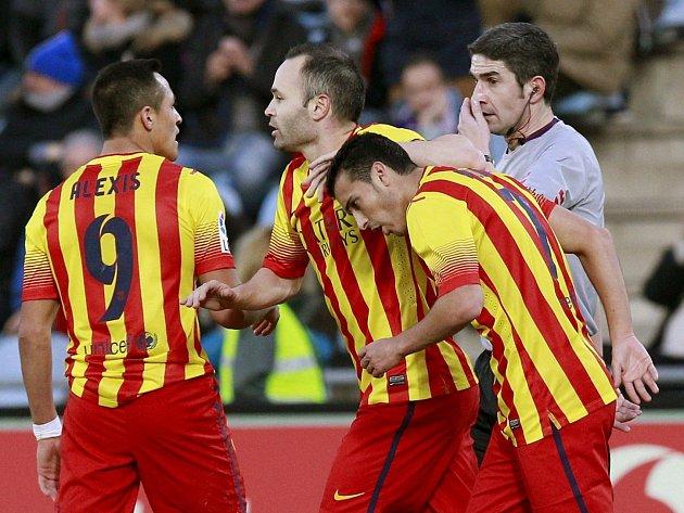 Barcelona se raduje - Pedro (vpravo) ji zachránil