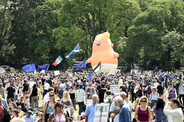 Proti Trumpovi se demonstrovalo i ve Skotsku.