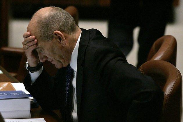 Obvinění, že peníze od svých stoupenů využil k osobnímu prospěchu, Ehud Olmert rozhodně popírá.