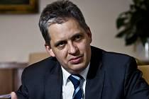 Ministr pro lidská práva Jiří Dienstbier.