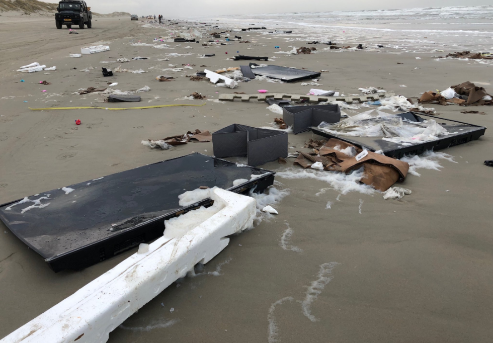 Na nizozemských plážích se válí desítky předmětů.