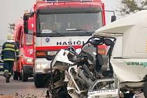 NEJČASTĚJI ZABÍJELA rychlá a agresivní jízda. Bohužel na ni většinou doplatili ti, kteří za hluboko sešlápnutý plynový pedál nemohli.