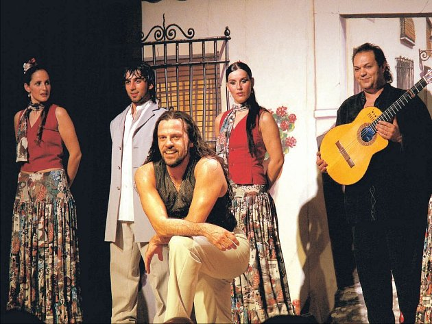 José León (na snímku v popředí) se těší na české publikum .