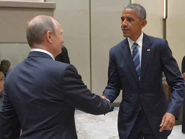 Prezidenti Ruska a Spojených států Vladimir Putin a Barack Obama se dnes ráno SELČ sešli na dvoustranné schůzce na okraji summitu G20 v čínském Chang-čou.
