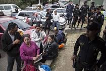 Při požáru guatemalského ústavu pro mládež zemřely desítky lidí.