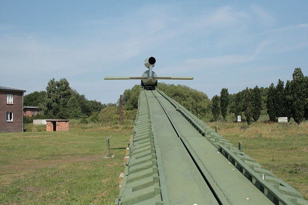 Raketa V-1 na startovací rampě