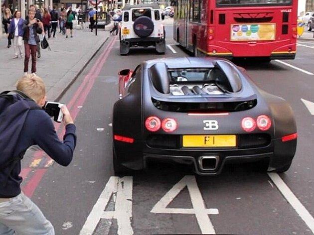 Britský podnikatel Afzal Kahn vlastní zřejmě nejdražší SPZ na světě.
