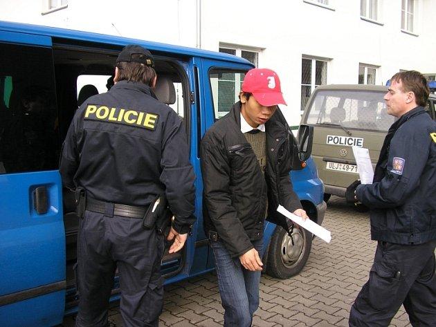 Jeden ze zadržených Thajců v Ústí nad Labem.