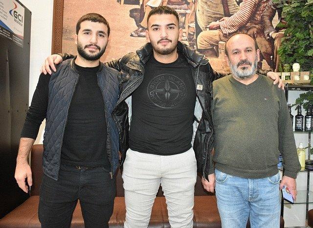 Hrdinové z Vídně. Dva svalovci zachránili při teroristickém útoku postřeleného policistu.