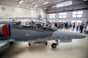 Slavnostní předání posledního dvoumístného letounu L-159T2 Armádě ČR v Aero Vodochody.