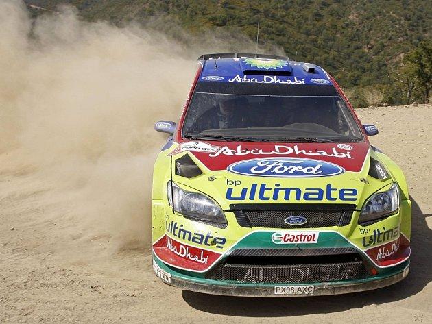 Fin Mikko Hirvonen a jeho Ford Focus během první etapy Portugalské rallye.