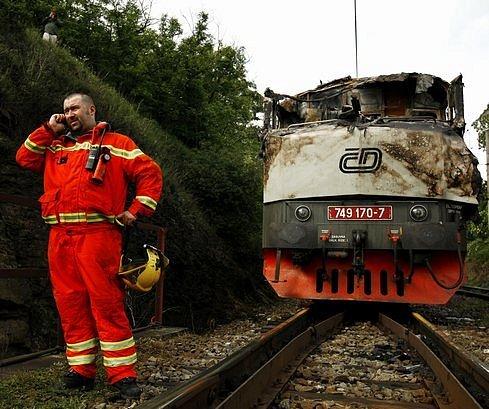 V Černošicích, u mostu přes řeku Berounku, narazil 22. května 2009 rychlík z Prahy do spadlého stromu. Mašina vlaku vzplála. Nikomu se nic vážného nestalo.