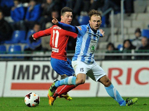 Jan Štrohanzl z FK Mladá Boleslav (vpravo), Milan Petržela z Viktorky Plzeň.
