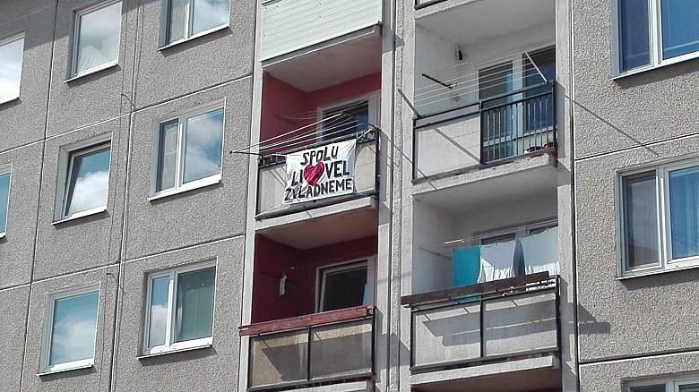 Vzkazy po městě dodávají lidem sílu.