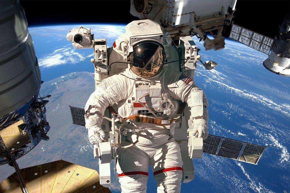 Astronaut na Mezinárodní vesmírné stanici (ISS).