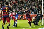 Barcelona zdolala Gijón i díky přispění dua Lionel Messi a Luis Suárez