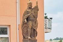 Upomínka na zázračné oživení dítěte - socha svatého Václava v Chabrech u Prahy