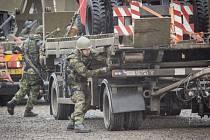 Čeští vojáci pokračovali 23. února v újezdu v Boleticích na Českokrumlovsku v třídenním cvičení Blue Sword, které je přípravou na zařazení do sestavy bojového uskupení Evropské unie pod vedením Německa.