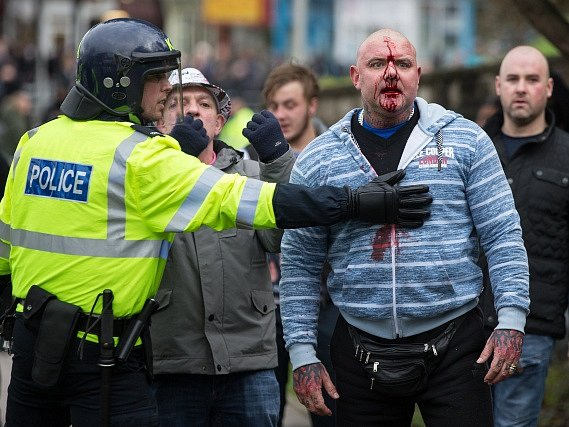 V Doveru se střetli stoupenci a odpůrci Evropské unie, musela zasahovat policie.