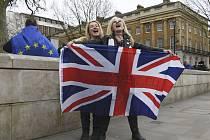 Příznivkyně brexitu v Londýně oslavují 31. ledna 2020 odchod Británie z EU