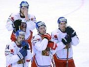 Zklamaní hokejisté (zleva) Zbyněk Irgl, Jakub Voráček, Jiří Tlustý a Tomáš Fleischmann po čtvrtfinálové prohře se Švýcarskem.