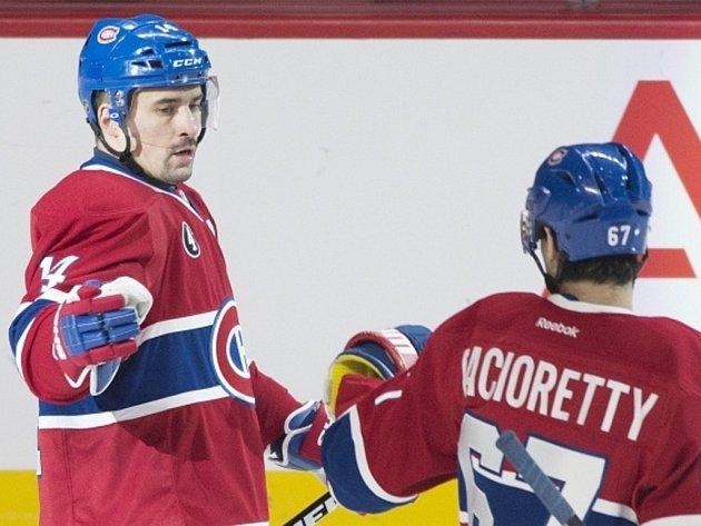 Hokejisté Montrealu Tomáš Plekanec (vlevo) a Max Pacioretty se radují z gólu.