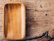 Dřevěná prkénka se opakovaným pobytem v myčce zkroutí