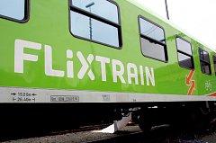 Vlaky FlixTrain, které budou od 21. června denně jezdit mezi Berlínem, Frankfurtem a Stuttgartem.