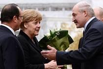 S dvouhodinovým zpožděním začal dnes večer v Minsku summit o urovnání ukrajinské krize, jehož se účastní německá kancléřka Angela Merkelová a prezidenti Ukrajiny, Ruska a Francie Petro Porošenko, Vladimir Putin a François Hollande.