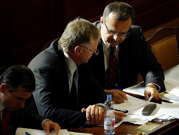 Zákon, který se dotkne každého občana České republiky, v úterý schválili poslanci. Nový trestní kodex snižuje hranici trestní odpovědnosti na čtrnáct let.